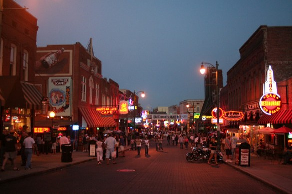 Beale Street. Even though this photo was taken in 2006, it looks pretty much the same as Beale Street in 2016. Photo by Danube66, used in accordance with Creative Commons License 2.0.