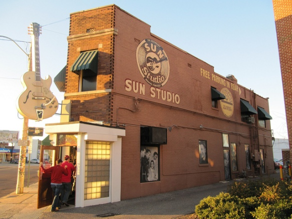 Sun Studio as seen from the outside. Photo by Mr. Littlehand, used in accordance with Creative Commons License 2.0